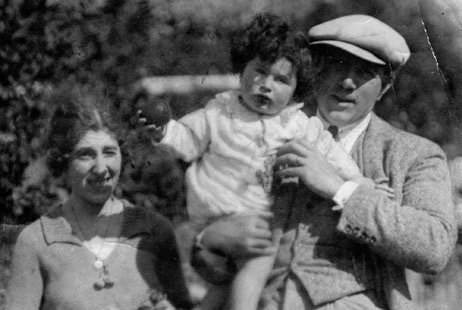 1925 Salvatore Castorina Cali and his parents Maria and Rosario462x310