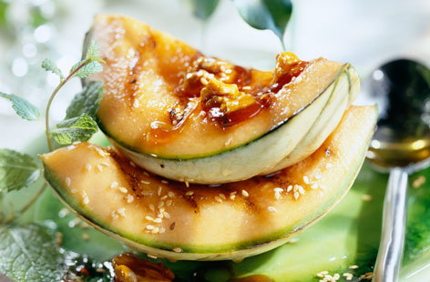 073537 grilled melon with caramelized walnuts and sesame seeds THUMB