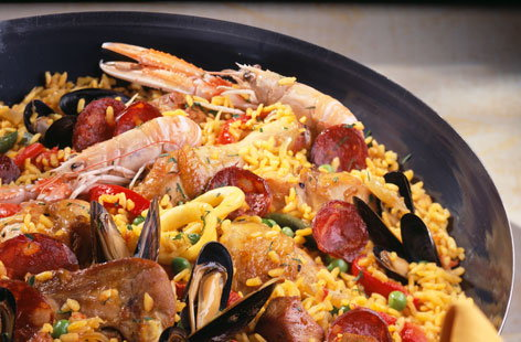 Paella with chicken, lamb, chorizo and seafood | Tesco Real Food
