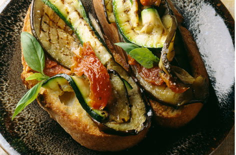 088947 grilled vegetables on bread THUMB