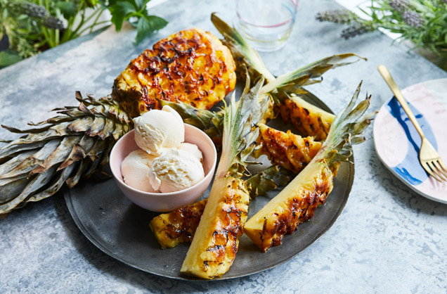 How to barbecue a whole pineapple