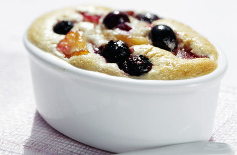 141921 apple and blueberry souffle cake THUMB