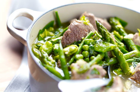 Lamb casserole with green vegetables