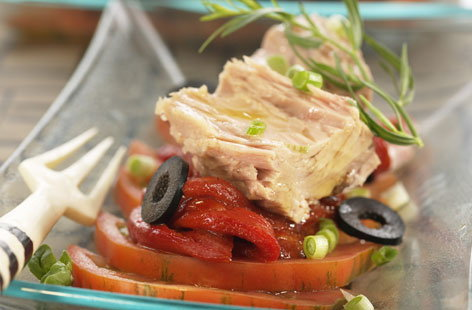 Tuna fillets with tomatoes and peppers
