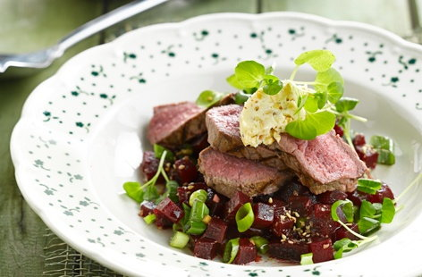 Cold roast beef with beetroot salad