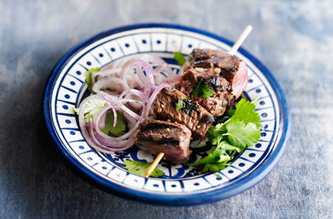 169175 beef brochettes with coriander and red onions HERO