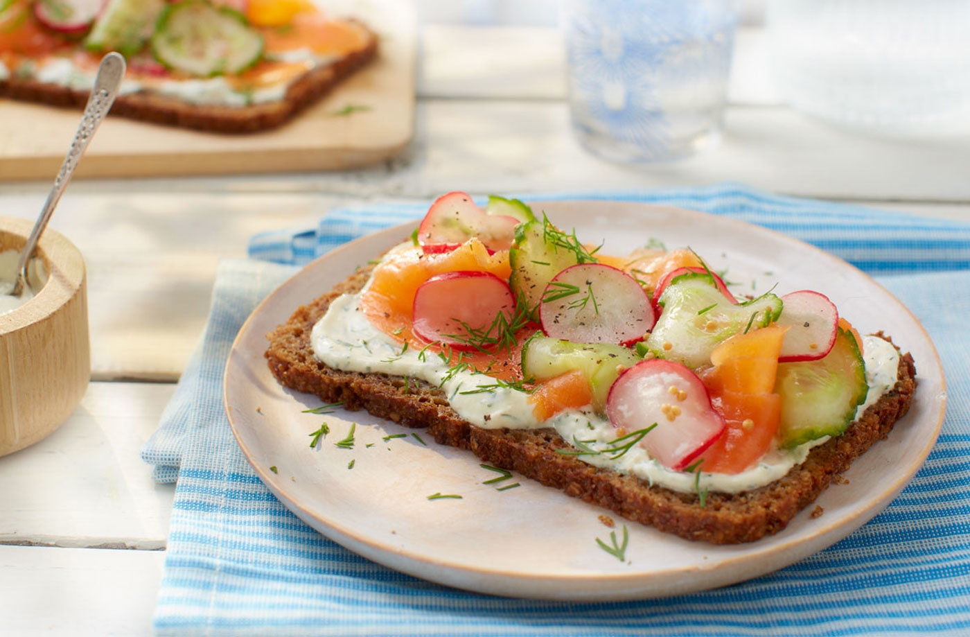 Smoked salmon and rye bread with pickled radishes and cucumber