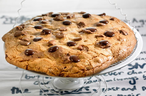Giant chocolate chip cookie | Tesco Real Food