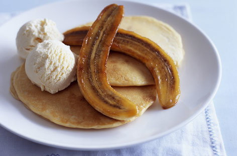 Pancakes with bananas and ice cream