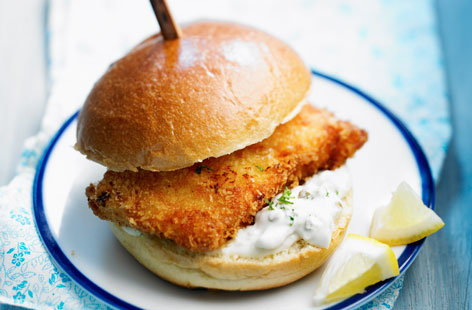Fried fish and tartare sauce burger recipe