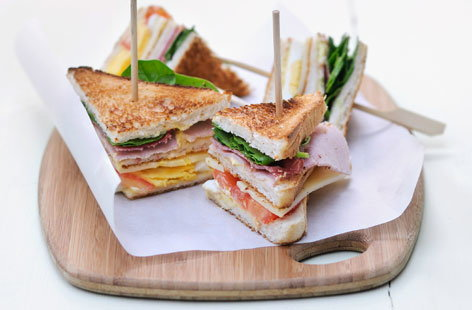 Ham and cheese club sandwiches tesco real food for Canape sandwich