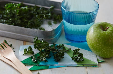 Snack healthy with these wonderfully crunchy kale crisps, a great lunchbox snack for adults and kids alike