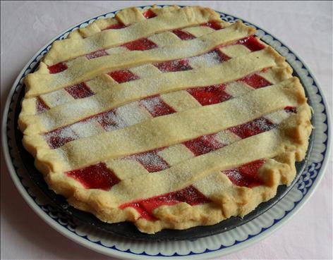 Luxurious apple and damson lattice pie | Tesco Real Food