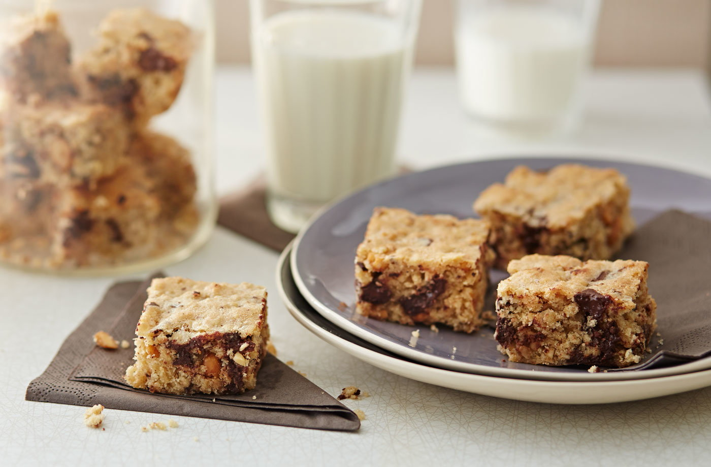Peanut butter and chocolate cookie bars recipe