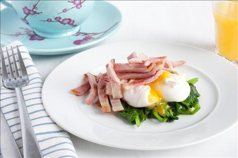 Poached egg, with spinach and bacon   Tesco Real Food