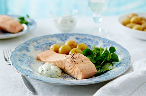 27 Simple poached salmon fillets (T)