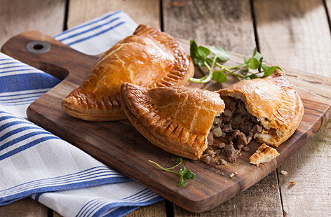 2726 CedarRecipes CornishPastie (h)