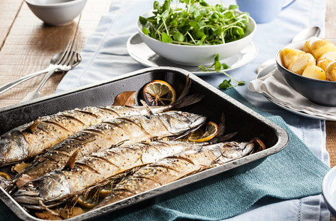 Roast mackerel with bay leaves and lemon