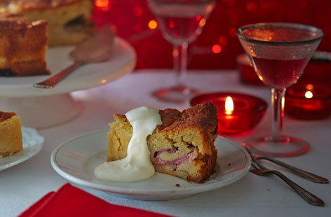 Rhubarb cake with cardamom and custard
