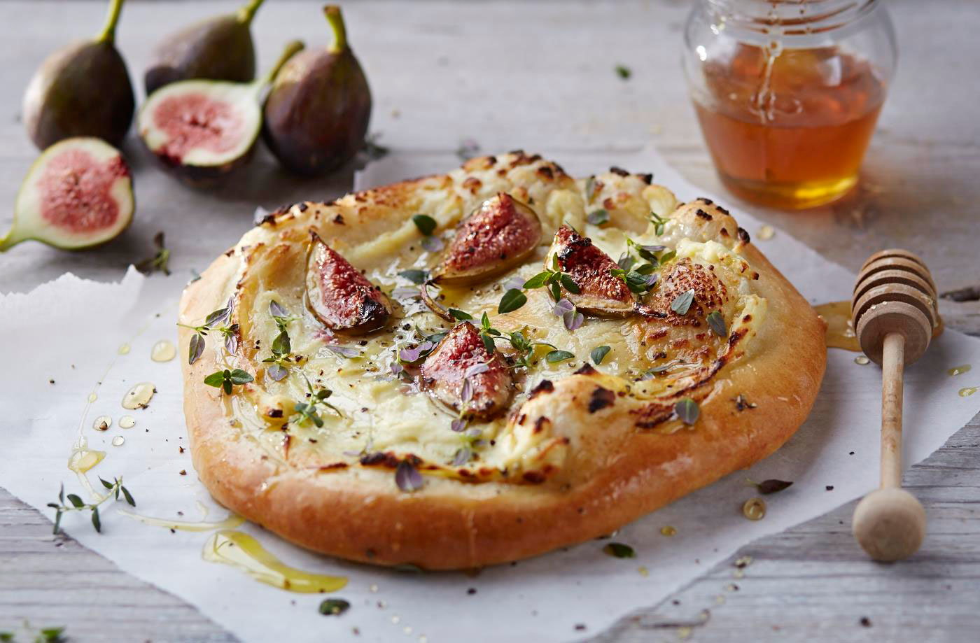 Pizza with fresh figs, ricotta, thyme and honey | Tesco ...
