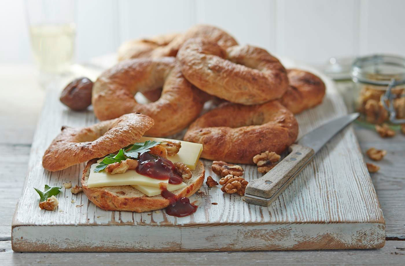 Fig, walnut and Gruyère bagel  recipe