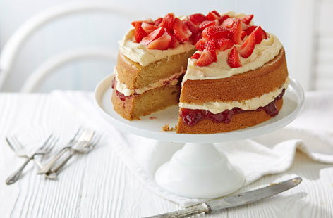 Victoria sponge gets a vegan makeover. This gorgeous cake contains no eggs or dairy and is filled with vegan vanilla buttercream and strawberry jam. An decadent treat, that is much less indulgent than it seems.