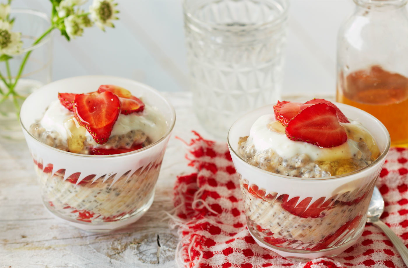 Strawberry, banana and oat chia cups recipe