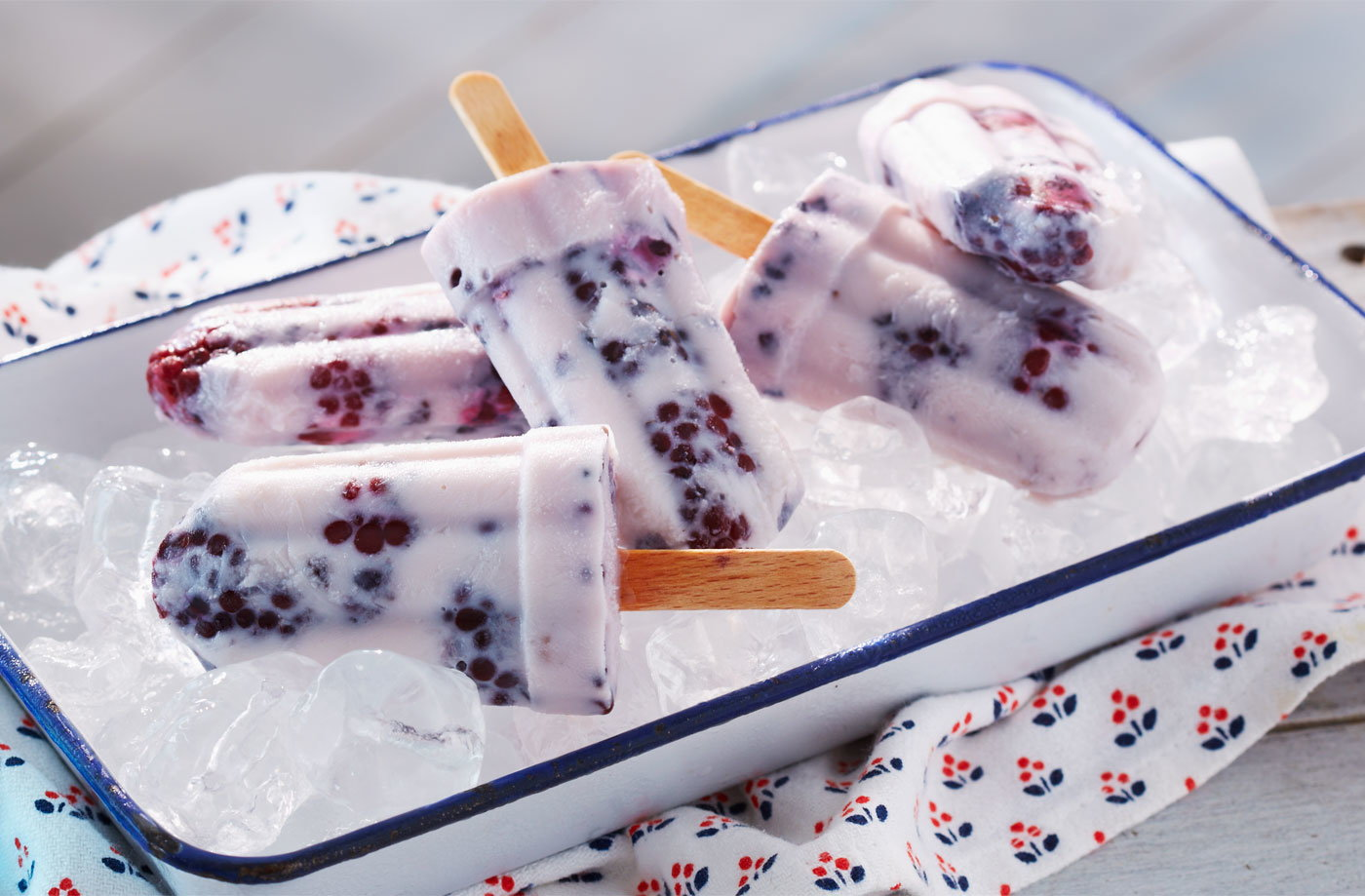 Milk ice lolly with blackberries