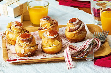 Apricot and almond 'cruffins'