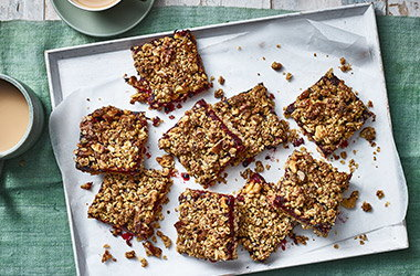 Healthy berry crumble flapjacks