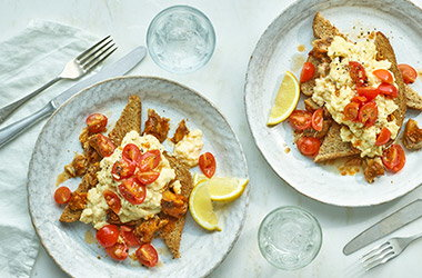 Sardines and scrambled eggs with spicy tomatoes