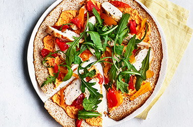 Spiced houmous and chicken 'pizzas'