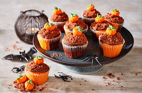 These cute and spooky little dirt cakes are perfect for getting into the Halloween spirit