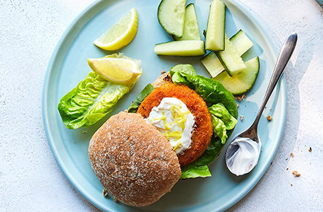 For an easy lunch idea for kids, make these simple fishcake burgers. Sandwich fishcakes in a wholemeal roll with a dollop of yogurt, then add lettuce and cucumber for a healthy lunch that still feels like a treat!