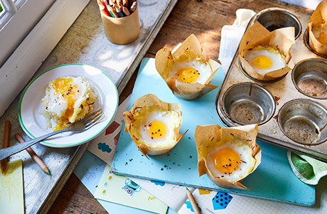 Potato, egg and cheese nests