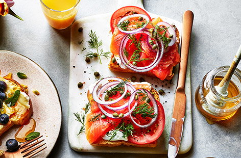This smoked salmon open sandwich recipe takes just 15 minutes and is super quick and easy to make