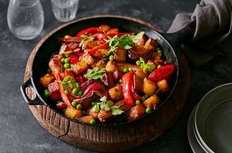 This sausage, red pepper and potato hash recipe is an easy family winner. Sundried tomato paste is the secret ingredient to give the hash a boost along with plenty of added veg from caramelised onions, colourful peas and sweet red peppers.