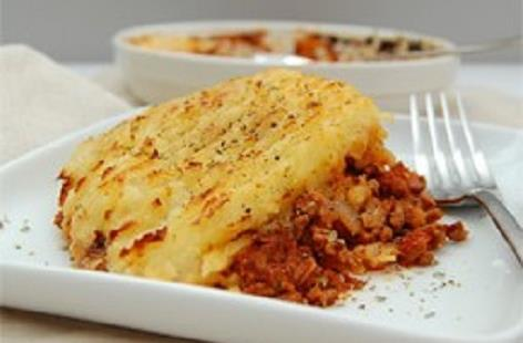 Cottage Pie - A filling cottage pie with a beef and tomato ragu sauce topped with a layer of potato mash.