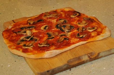 Chorizio and Mushroom Pizza