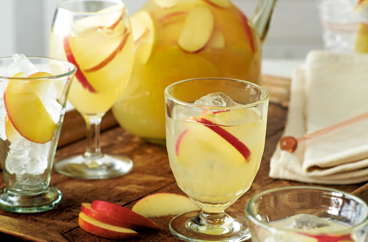 Apple, vodka and ginger beer cocktail recipe