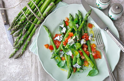 Asparagus with blue cheese tomato and lemon vinaigrette THUMB