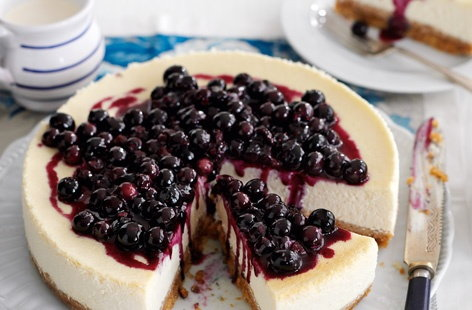 Baked cheesecake with blueberry sauce  THUMB