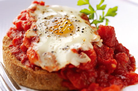 Baked eggs in tomatoes (h)