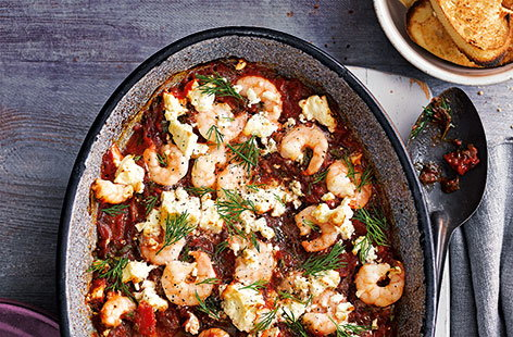 Baked prawns with tomatoes and feta