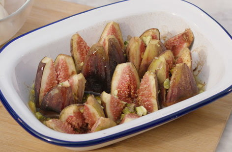 Barbecue baked figs with honey and cinnamon (T) v2