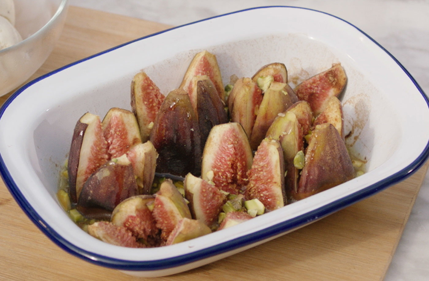 Barbecue-baked figs with honey and cinnamon recipe