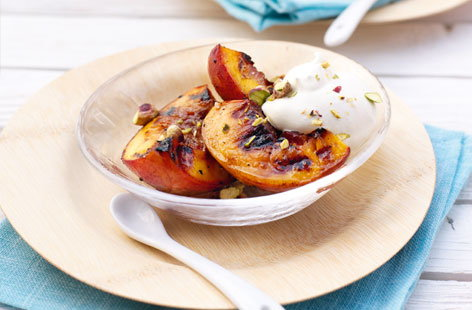 Barbequed peaches with ameretto cream and pistachios   Thumb