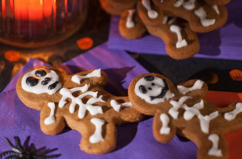 Get Halloween baking with the kids with these easy, tasty – but spooky – gingerbread men! Up the scare factor by decorating them with ready-made black and white icing. These can also be baked ahead and frozen until you want to eat them.