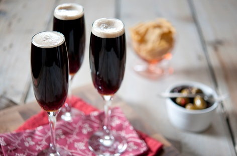 This classic cocktail combines the two distinctive flavours of Champagne and Guinness.