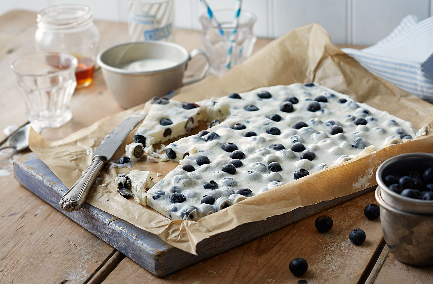 Frozen blueberry yogurt bark recipe